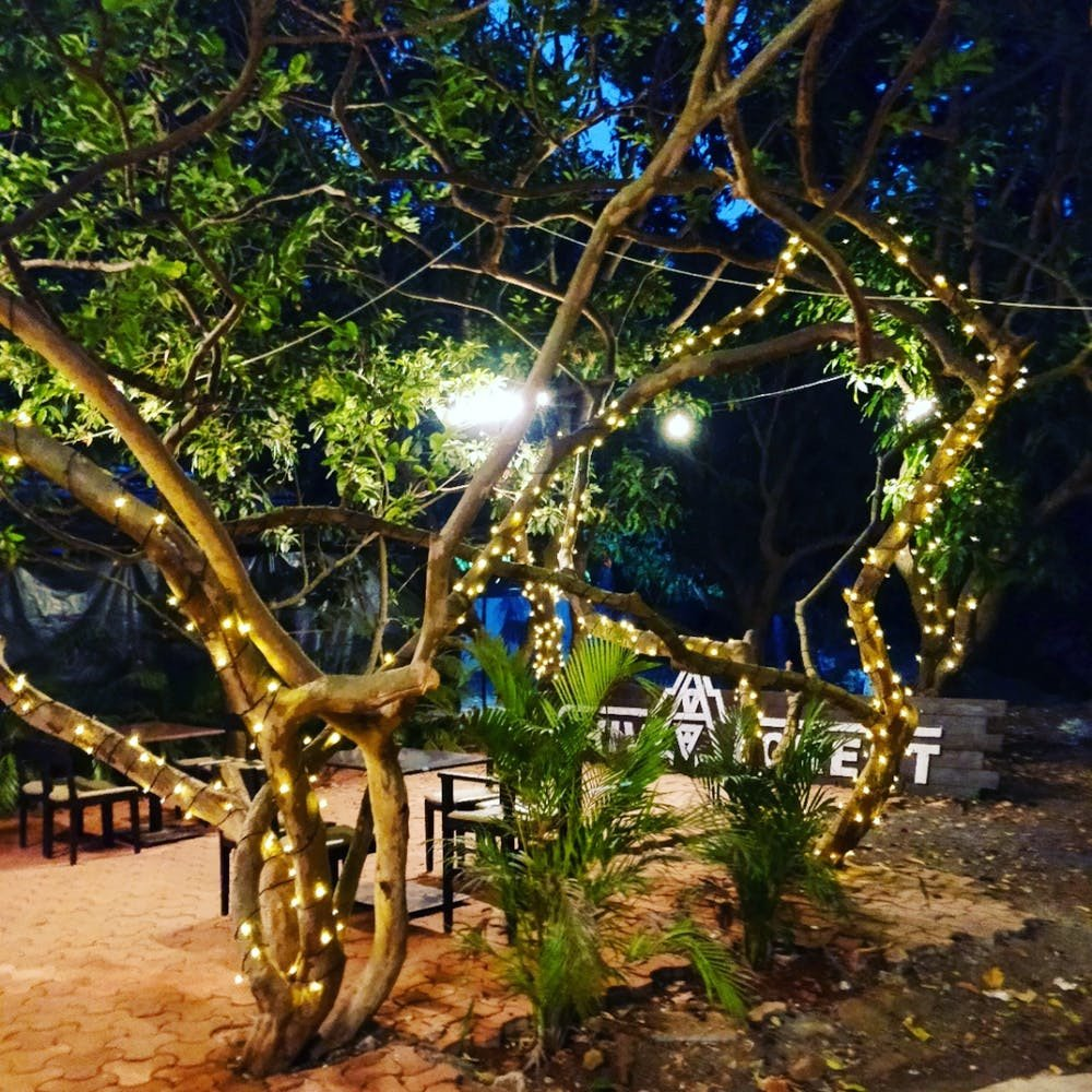 This Psychedelic-Themed Restaurant In Thane Lets You BYOB!
