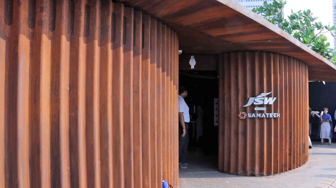 State-of-the-art Public Toilet At Marine Drive Becomes Defunct