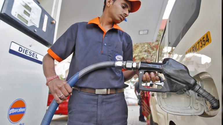 लगातार बढ़ रहे हैं पेट्रोल-डीजल के दाम, मुंबई में यह है नई कीमत