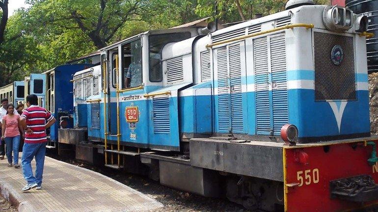 माथेरानची मिनी ट्रेन पुन्हा ट्रॅकवरून घसरली