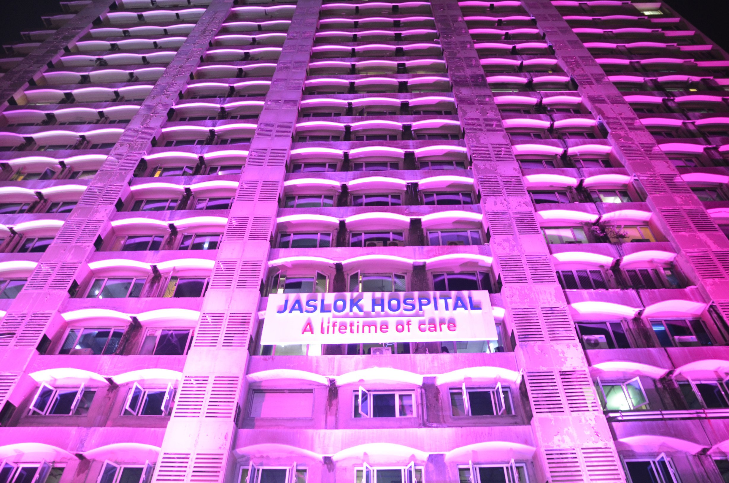 Jaslok Hospital and Research Centre Organised Pink Note 2.0 to spread awareness on breast cancer