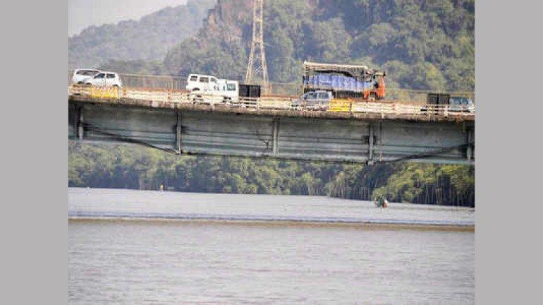 वर्सोवा पूल अवजड वाहतुकीस महिनाभर बंद