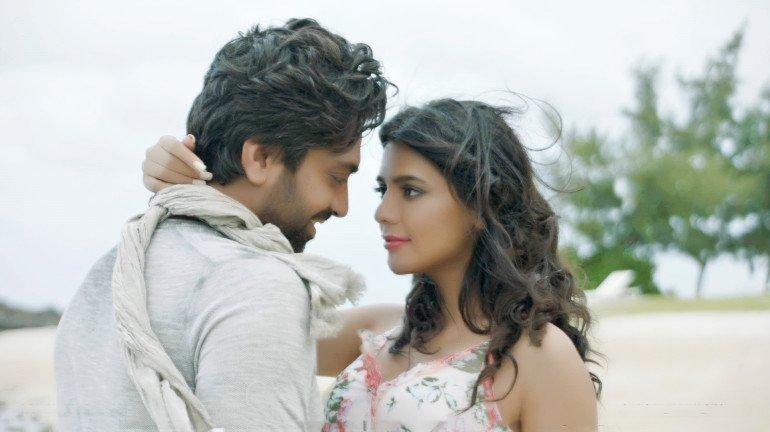 Singer Akhil Sachdeva's new single will make you fall in love all over again