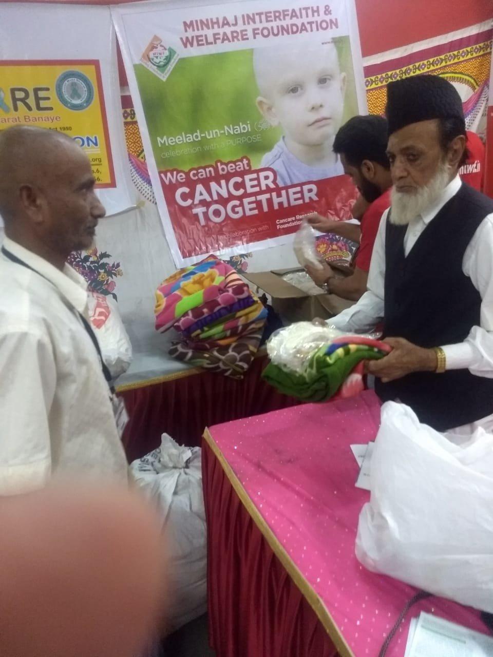 कैंसर के मरीजों को  जरुरी सामानों का मुफ्त में वितरण