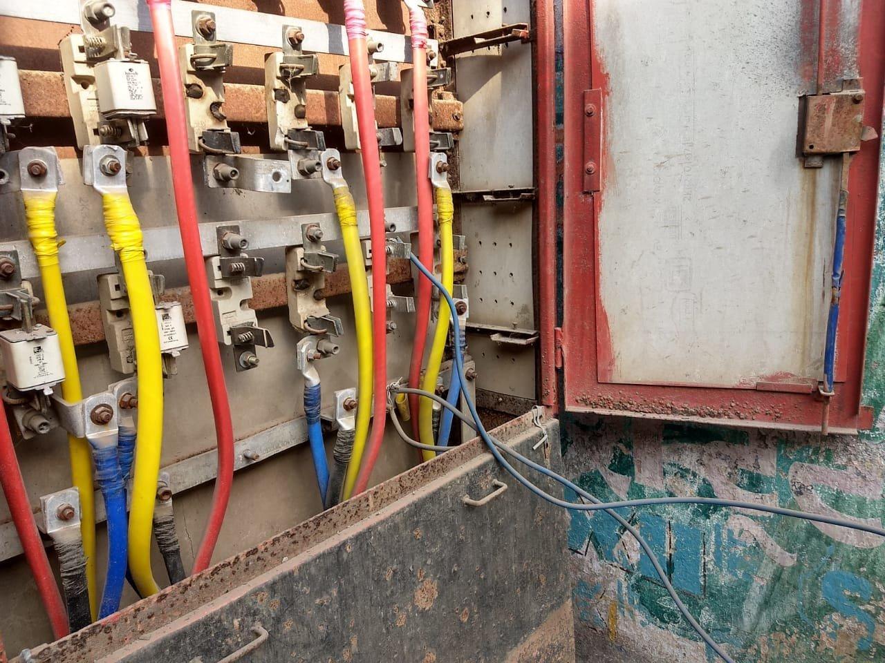 अँटॉप हिल परिसरात वीज चोरणाऱ्यांना अटक