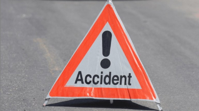 Tanker carrying propylene meets with an accident on Mumbai-Pune expressway