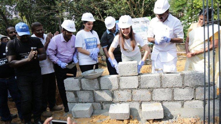 हैबिटेट फॉर ह्यूमैनिटी इंडिया के साथ मिलकर जैकलीन फर्नांडीज ने केरल बाढ़ प्रभावित परिवारों के लिए बनवाए घर