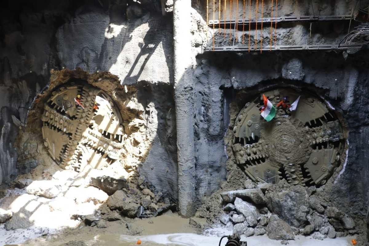 मेट्रो-3: शिवसेना भवन के यहां 2.5 किमी लंबा टनल बना कर जुड़वां TBM मशीनें निकली बाहर