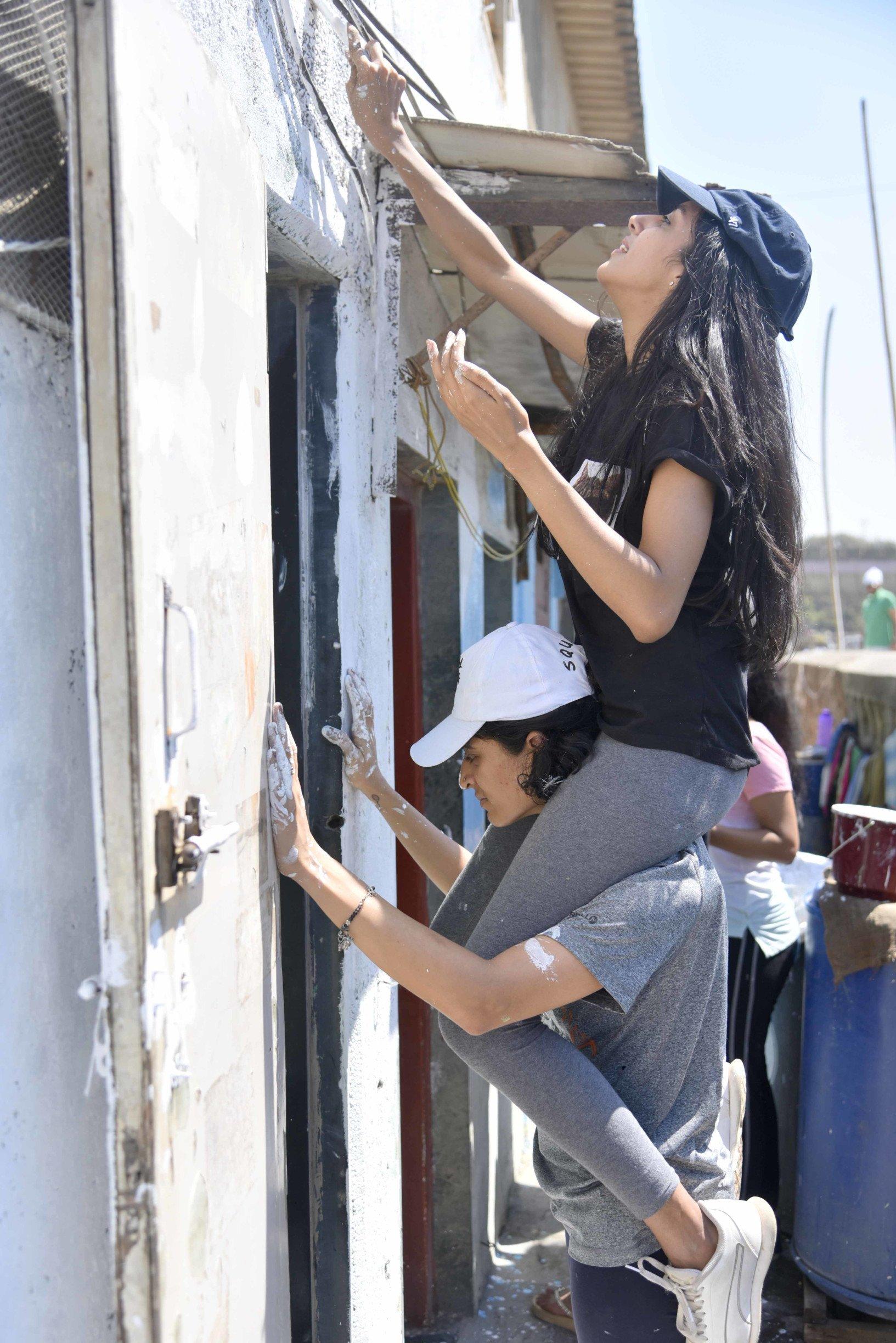 'चल रंग दे' मोहिमेअंतर्गत वरळी नाका इथल्या घरांचा कायापालट