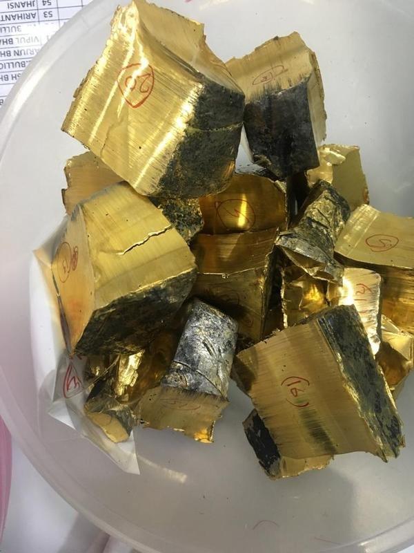 डोंगरीतून १३५ किलो सोनं जप्त, भंगारातून तस्करीचा डाव फसला