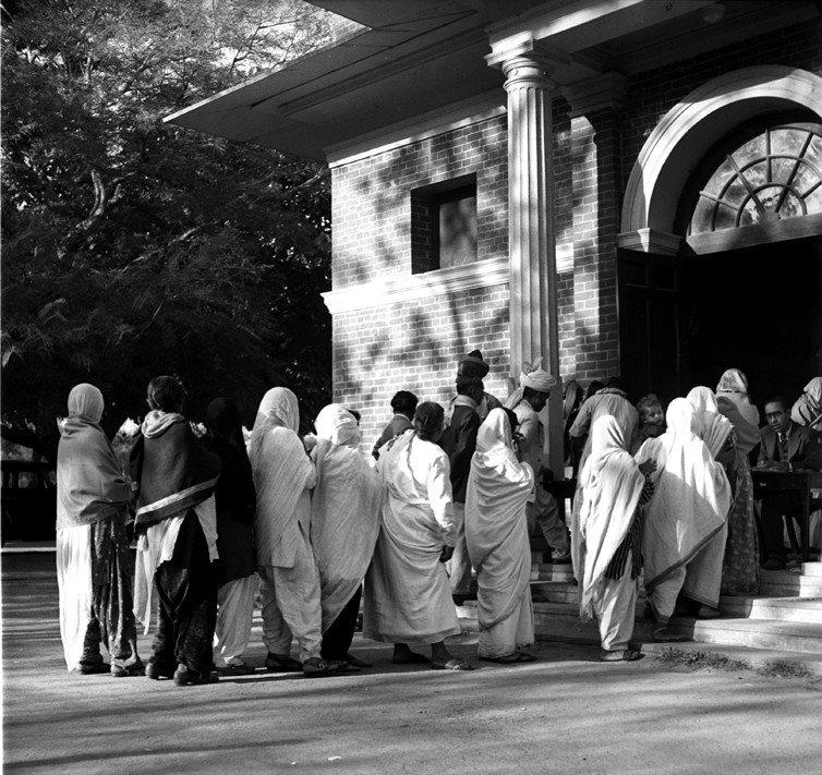 भारतात अशी झाली पहिली निवडणूक, निवडणुकीसाठी लागले ५ महिने