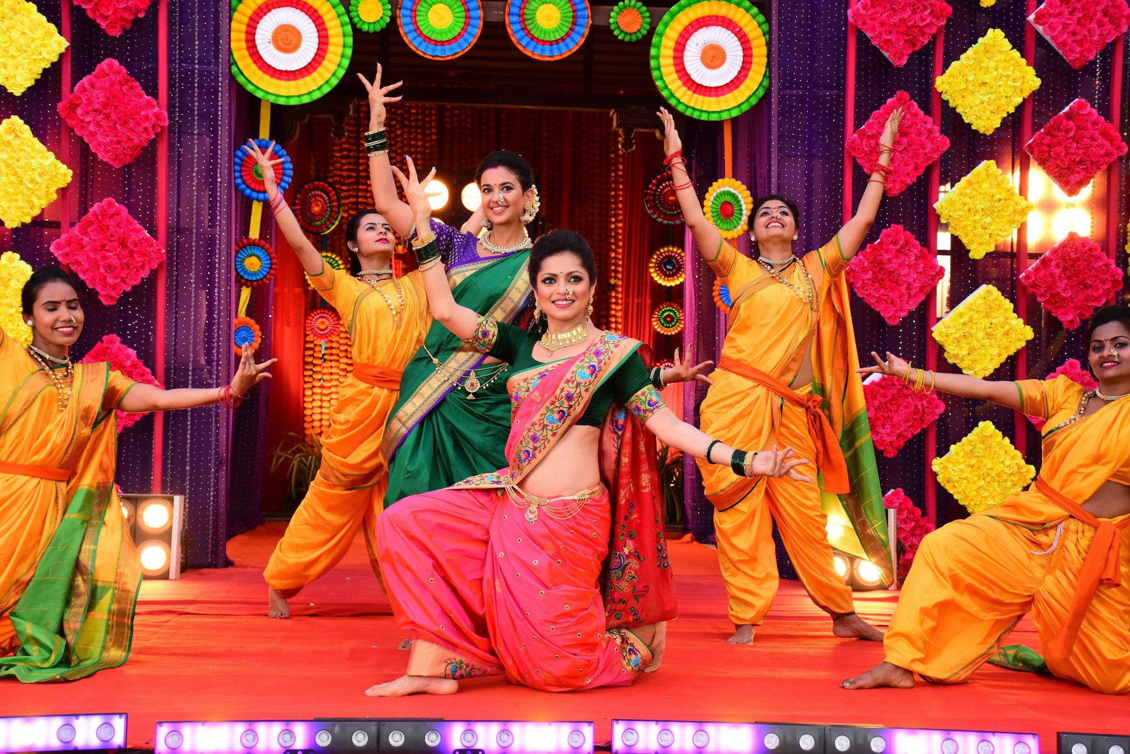 Drashti Dhami's sizzling dance performance in Colors' Gathbandhan