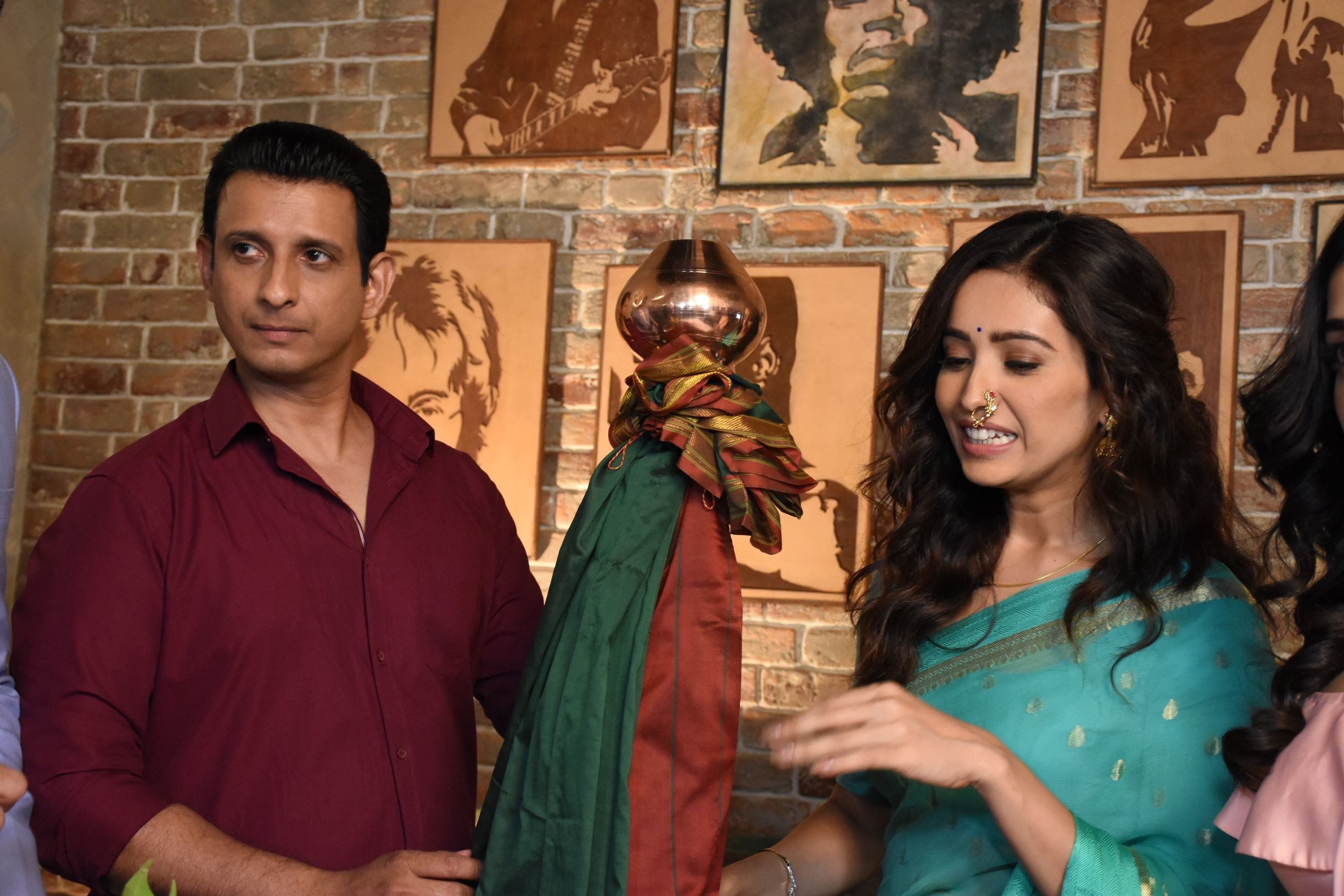 Sharman Joshi and Asha Negi paired for ALTBalaji's next 'Baarish'