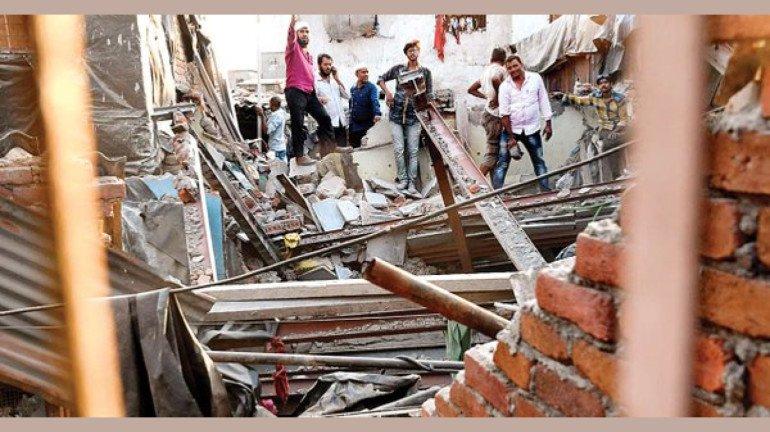 धारावीत घराचा भाग कोसळून ८ जण जखमी