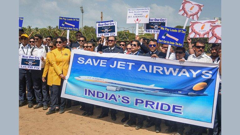 जेट एयरवेज के कर्मचारियों ने आजाद मैदान में किया विरोध प्रदर्शन