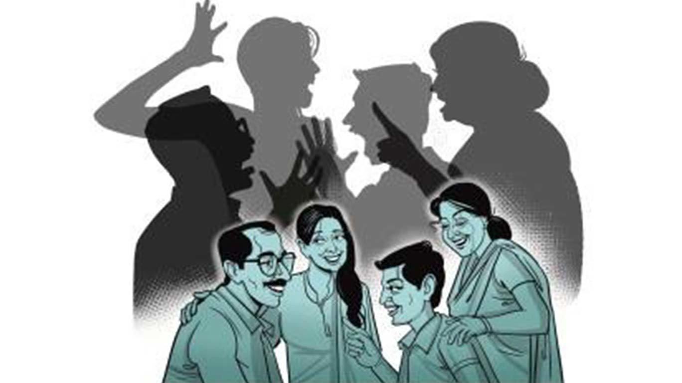 जागतिक कुटुंब दिन: 'तो' तुमच्या कुटुंबात फूट पाडतोय!