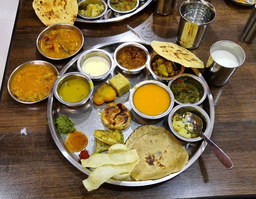 आमरस पुरी खायचीय? मग मुंबईतल्या '५' हॉटेल्सना भेट द्या