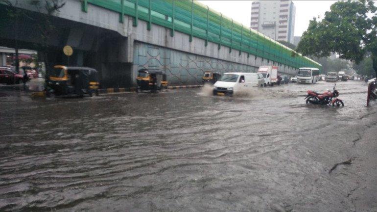 Mumbai Rains : मुंबईत बुधवारी मध्यम स्वरूपाच्या पावसाचा अंदाज, तर 'या' जिल्ह्यांना इशारा