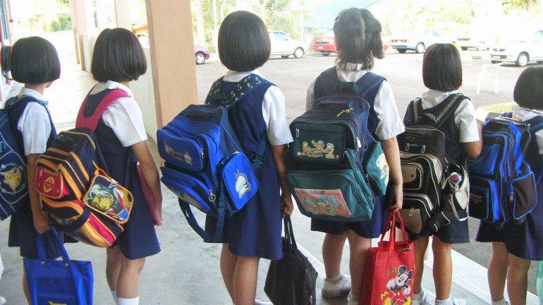 बॉम्बे HC: बच्चों का स्कूल बैग नहीं है वजन
