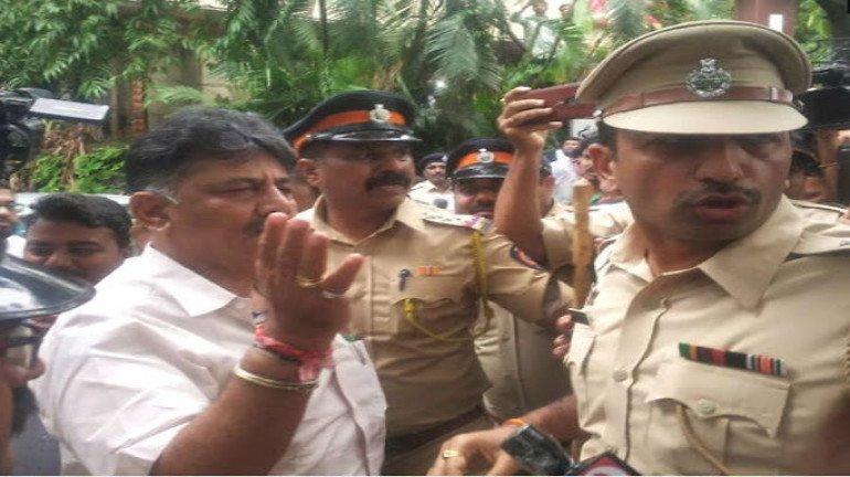 हिरासत में लिए गये सभी कांग्रेसी नेताओं को किया गया रिहा, डी के शिवकुमार को भेजा जाएगा वापस