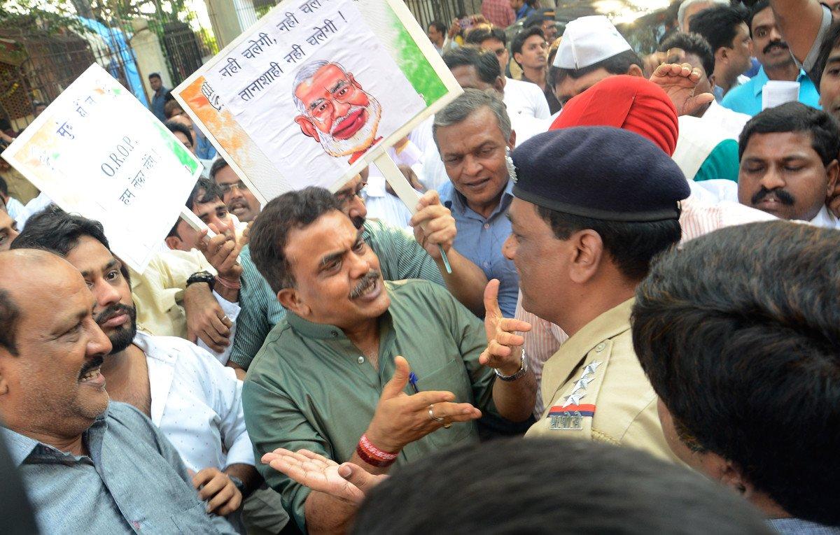 मुंबई काँग्रेसचा पाय खोलात!