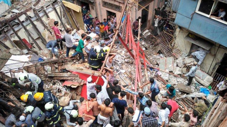 डोंगरीत ४ मजली इमारत कोसळून १४ जणांचा मृत्यू