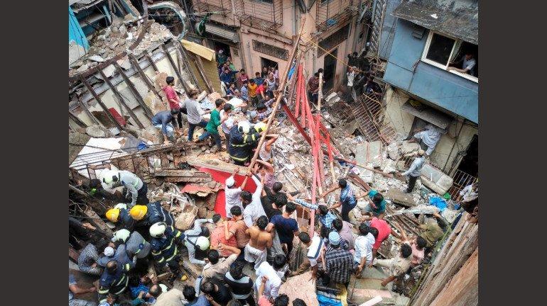 मुंबई शहर में 2704 इमारत गिरने की दुर्घटनाओं में कुल 234 लोगों की मौत 840 जख्मी !