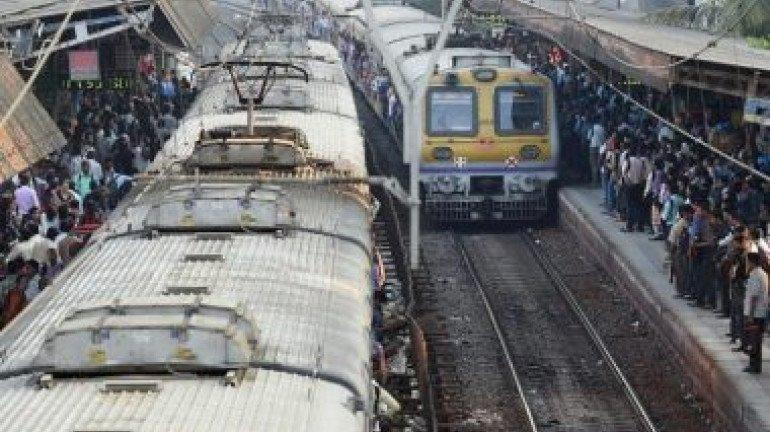 चलती ट्रेन में पत्थर फेंकने से 4 लोग घायल