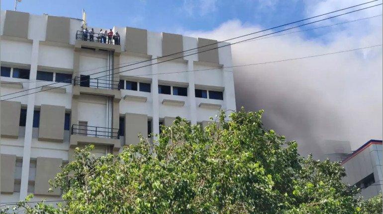 बांद्रा में MTNL बिल्डिंग में आग