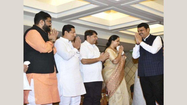 कांग्रेस, एनसीपी के बड़े नेता सहित कुल 52 नगरसेवक बीजेपी में हुए शामिल
