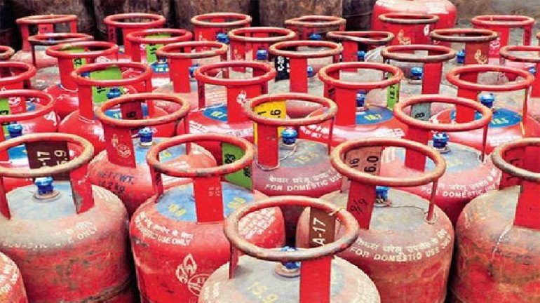 Cost of LPG cylinder in Mumbai reduces by ₹62