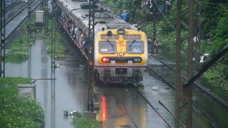 भारी बारिश के कारण मध्य रेलवे को 20 करोड़ का नुकसान