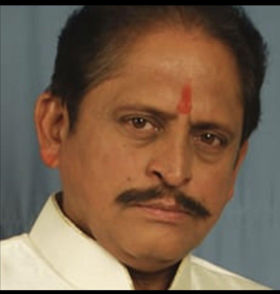 'मीडियम स्पाइसी'साठी एकत्र आले नीना कुलकर्णी आणि रवींद्र मंकणी
