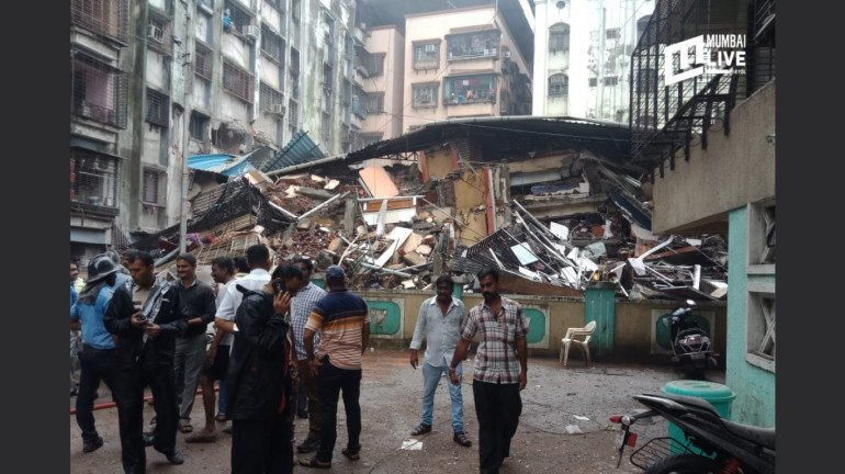 Building sinks in Ulhasnagar a day after the residents were evacuated