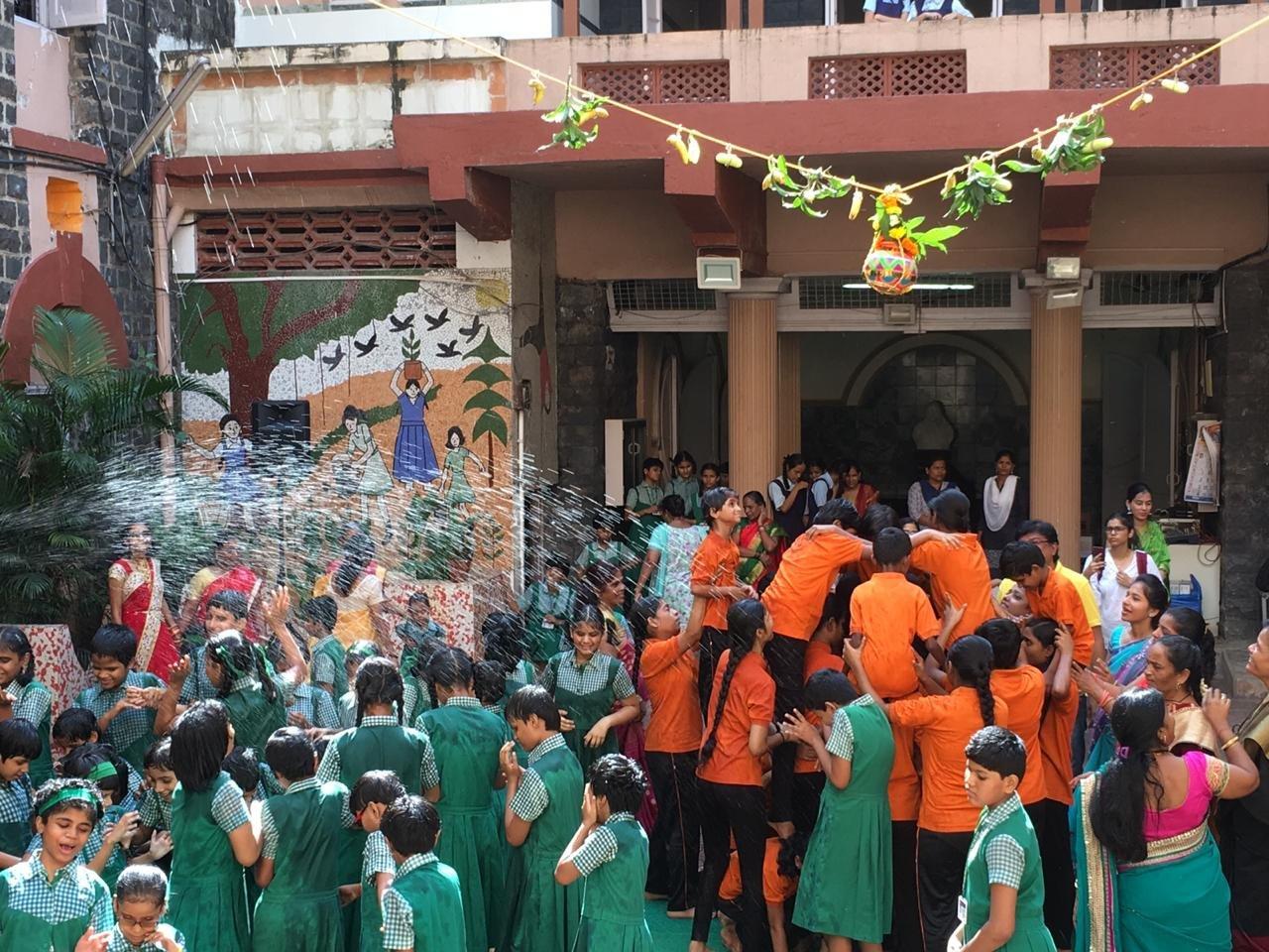 नेत्रहीन छात्रों ने मनाई दही हांडी
