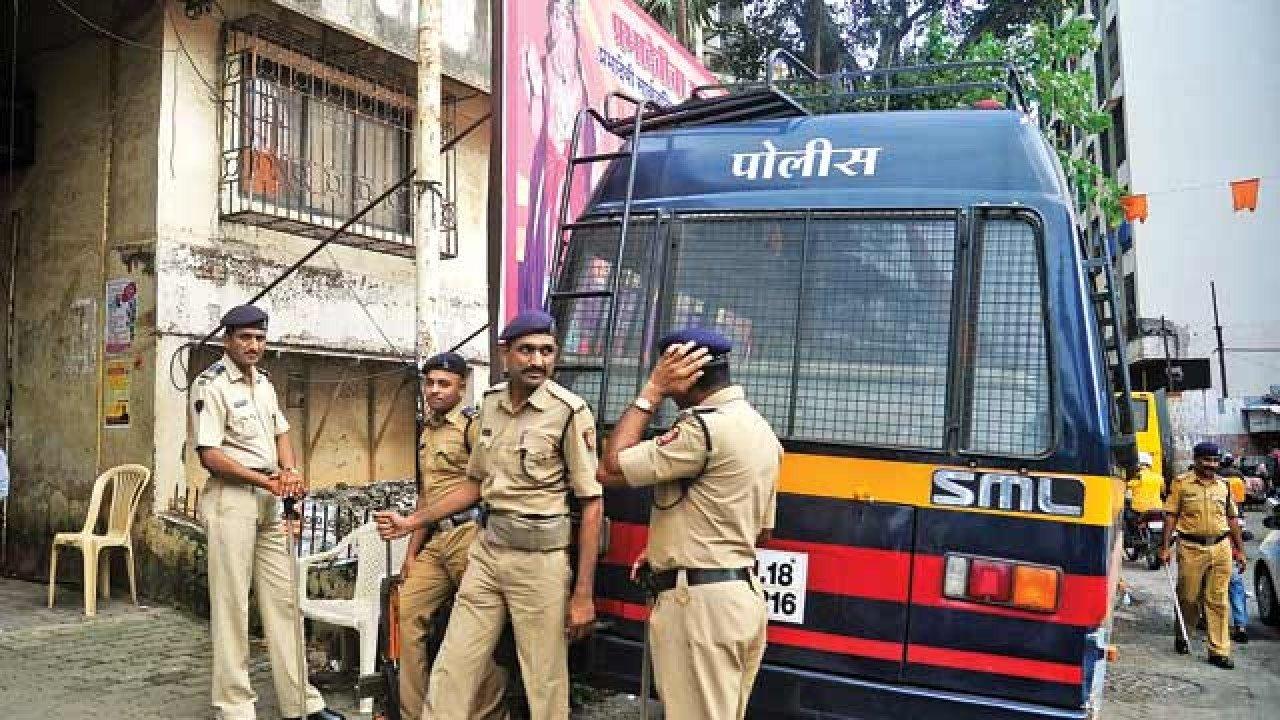 गणेशोत्सव: गणरायाचं उत्साहात आगमन, मुंबईत कडेकोट बंदोबस्त