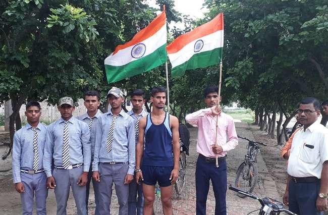 यूपी से मुंबई तक साइकिल से यात्रा, जल बचाओ का दिया संदेश