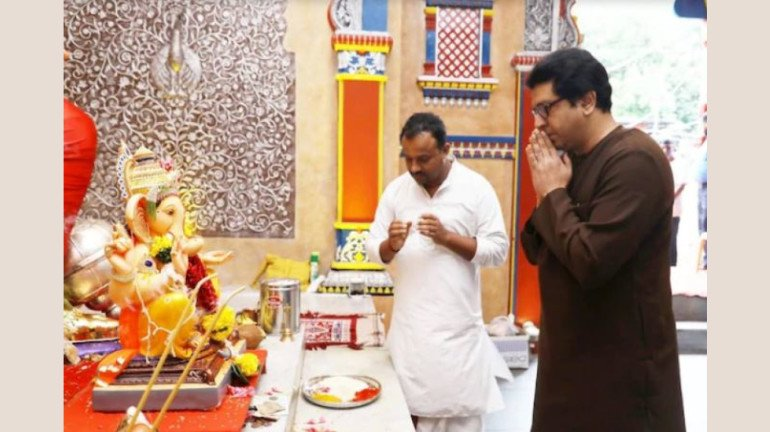 Senior Politicians keep rivalries aside; visit Mandals to seek Bappa's blessings