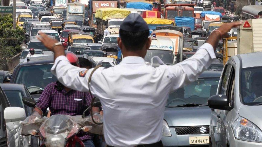 नवा वाहन कायदा स्थगित करण्यामागचं गुपीत काय?