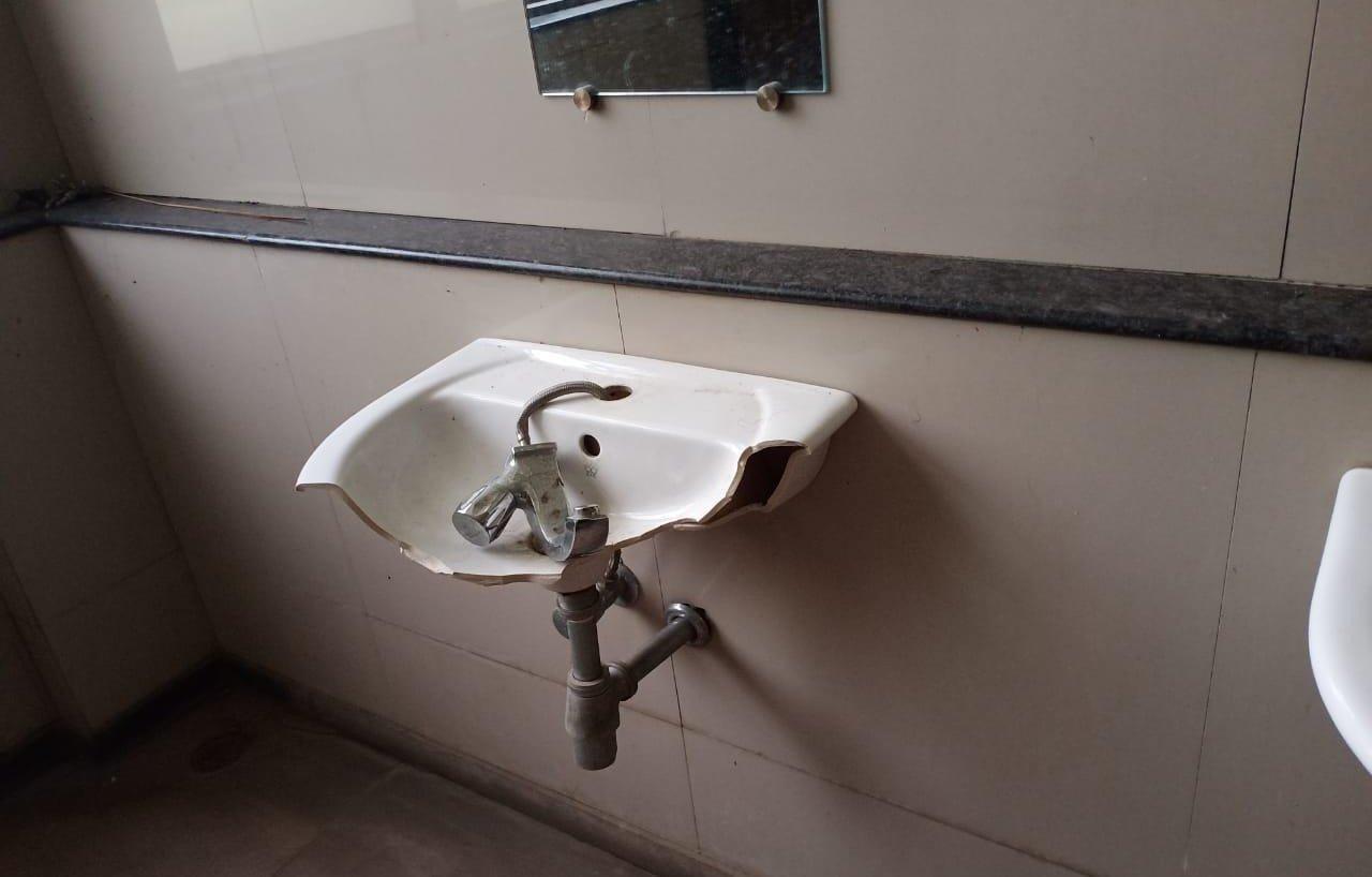 मुंबई विद्यापीठाच्या ठाणे उपकेंद्राची दुरावस्था, विद्यार्थ्यांची होतेय गैरसोय