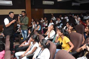 युवाओं में पकड़ बनाने के लिए बीजेपी ने शुरू किया 'कॉफी विथ युथ' कार्यक्रम