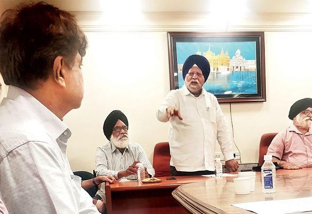PMC बँकेच्या ठेवीदारांचा मोठा निर्णय, पैसे वाचवण्यासाठी RBI पुढं ठेवला 'हा' प्रस्ताव