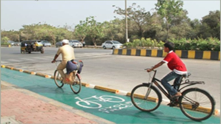 AAP's Mumbai unit protests against the ongoing construction of cycle track at Powai lake