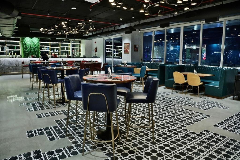 Swanky Viper Air Bar Promises To Bring The Best Of Both Worlds To Lokhandwala!
