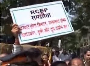 मंत्रालय के सामने 'दूध फेंकों' आंदोलन
