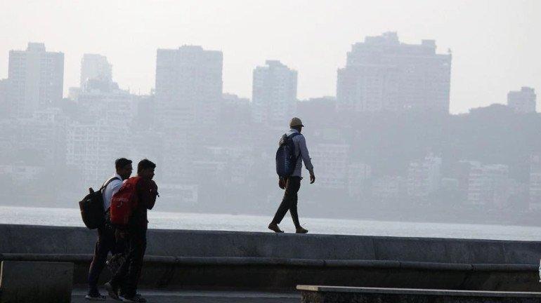चक्रीवादळामुळे मुंबईकर अनुभवतायेत हिवाळा आणि उन्हाळा