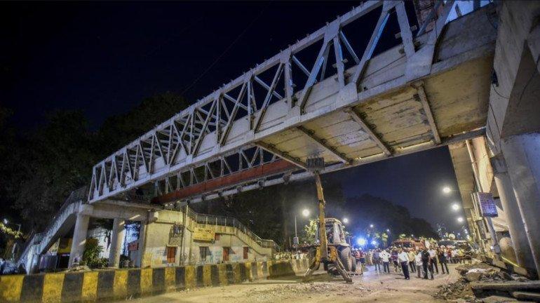 पावसामुळं सीएसएमटी येथील हिमालय पुलाचे काम बंद