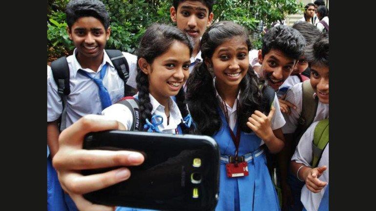 शाळांमध्ये विद्यार्थ्यांना मोबाइल आणण्यास बंदी घालावी, पालक संघटनांची मागणी