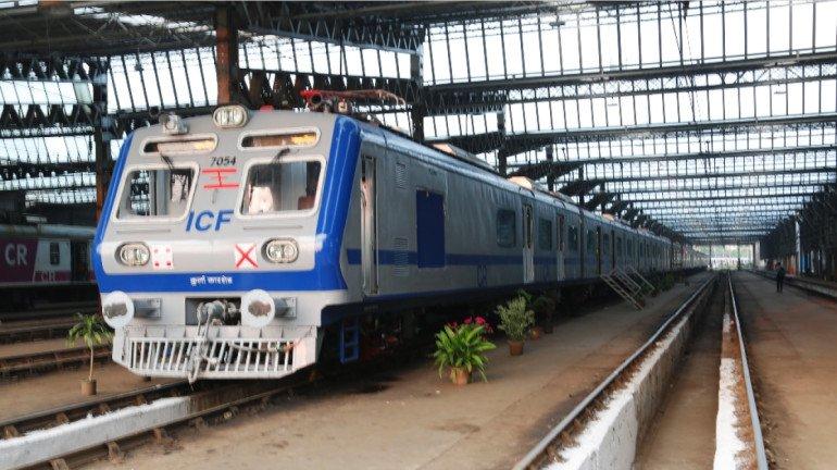 पश्चिम रेल्वेचा ताफ्यात ३ एसी लोकल; प्रवास होणार आणखी 'गार'