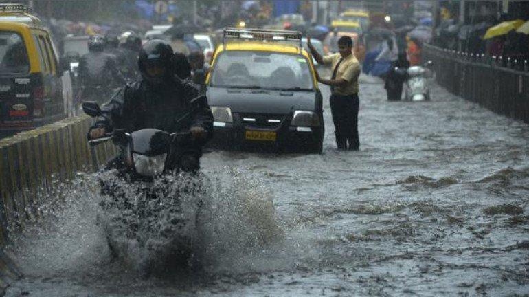 पहली ही तेज बारिश से मुंबई का हाल हुआ बेहाल